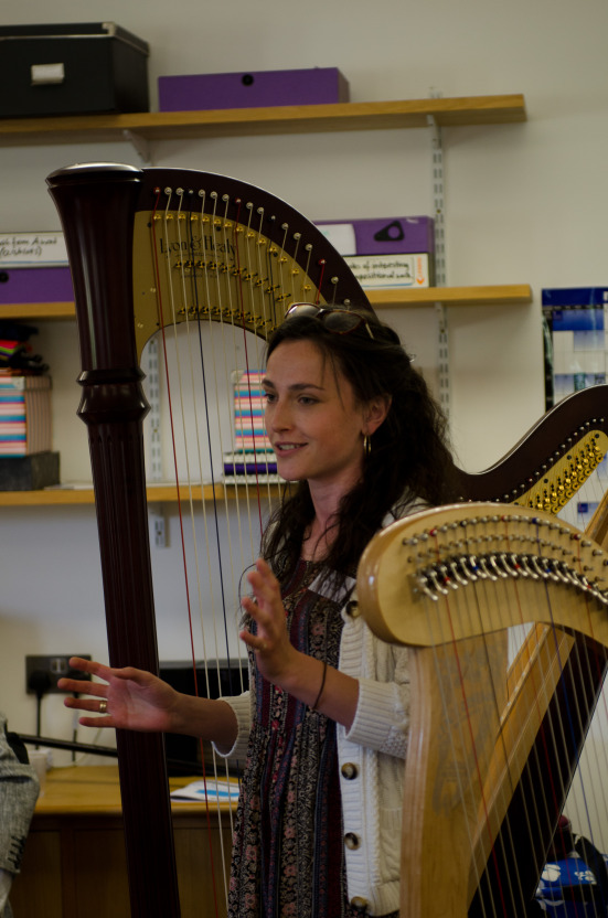 Presenting the harp to young composers at the Sound and Music summer school // August 2014 // © Martin Wess