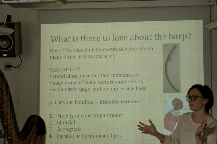 Presenting the harp to composition students // August 2014 // ©Martin Wess